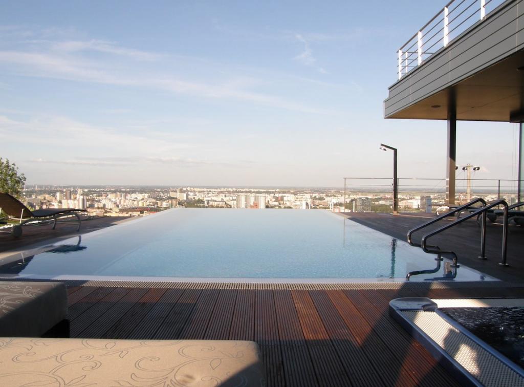 luxusny bazen
